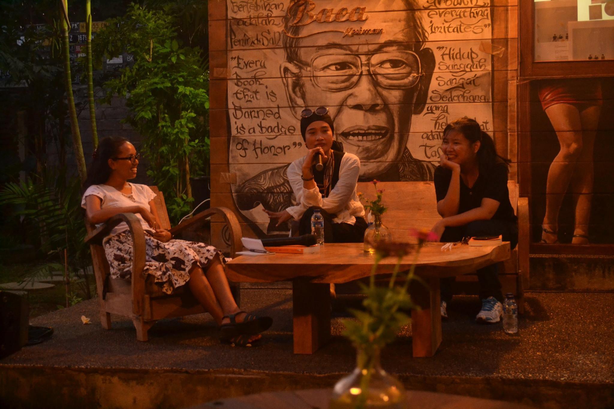 Ulasan: Diskusi Novel Kerumunan Terakhir karya Okky Madasari