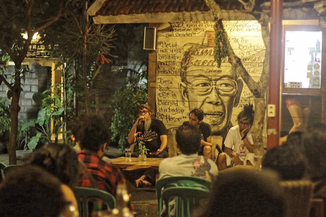 Ulasan: Bincang Sore Khilafah bersama Bramantyo Prijosusilo, dengan Penampilan Spesial Bonita & The Hus Band
