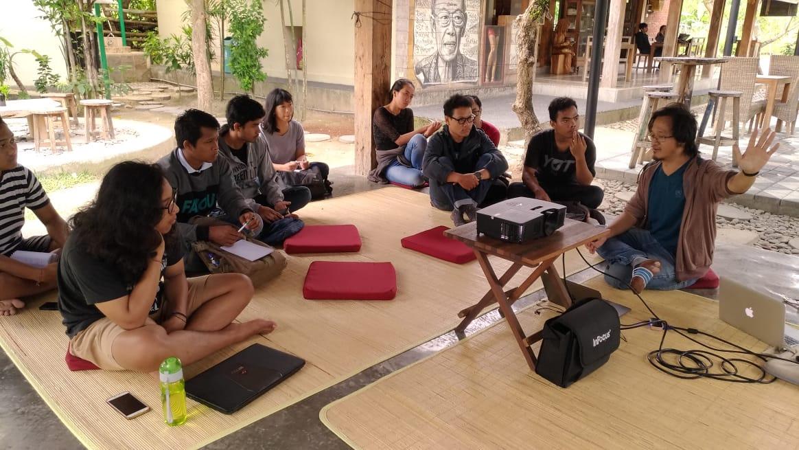 Ulasan: Kelas Menulis Esai bersama Geger Riyanto